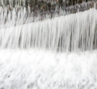 Forsande vatten. Foto.