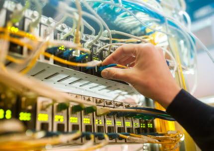 En konventionell datahall använder stora mängder el för att kyla bort den värme som verksamheten alstrar.