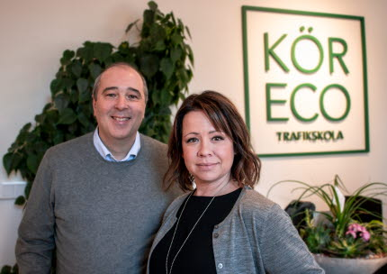 I maj 2016 startade Johanna och Bo trafikskolan Kör Eco.